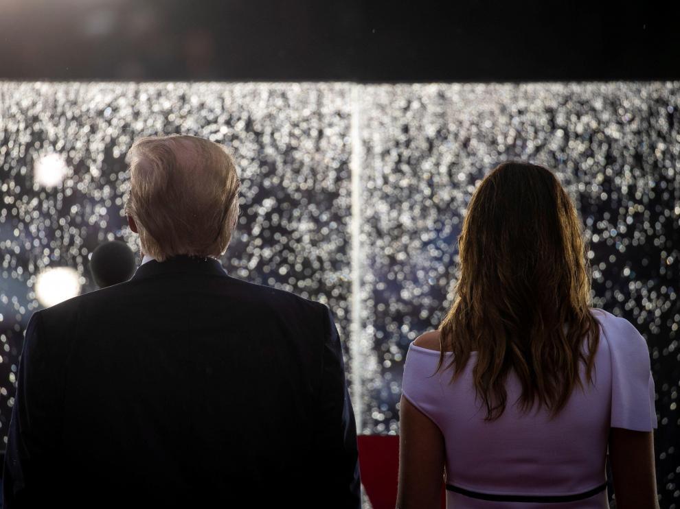 Trump y Melania viendo los fuegos artificiales del 4 de julio
