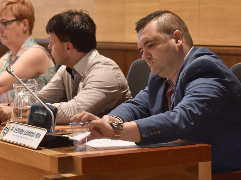 Antonio Laborda, en primer término, durante el último pleno municipal.