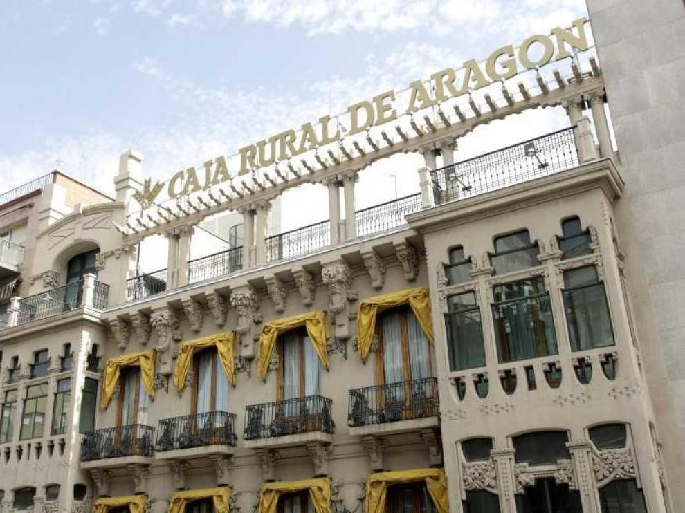 Sede de la Caja Rural de Aragón (Bantierra) en la calle Coso de la capital aragonesa