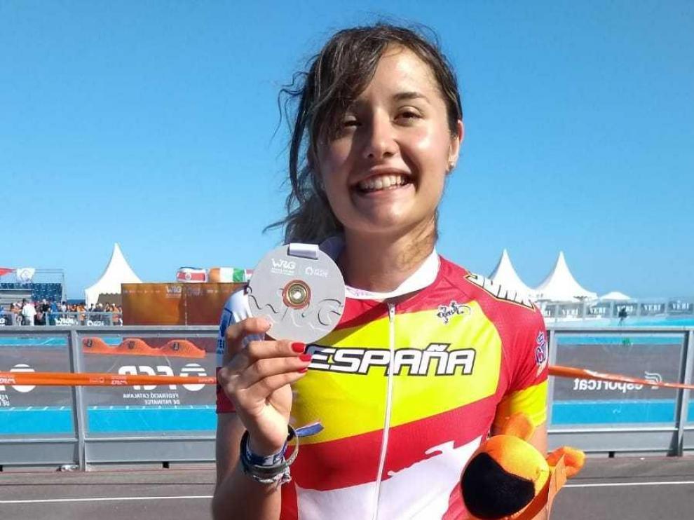 Nerea Langa, feliz con su medalla de oro en la prueba de 500 metros
