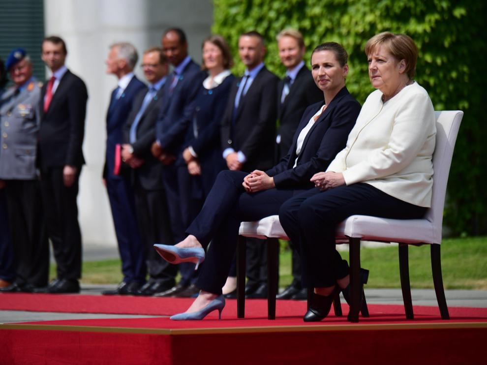 Berlin (Germany), 11/07/2019.- German Chancellor Angela Merkel (R) and Danish Prime Minister Mette Frederiksen (L) during a reception with military honors at the Chancellery in Berlin, Germany, 11 July 2019. German Chancellor Angela Merkel and Danish Prime Minister Mette Frederiksen meet for bilateral talks. (Dinamarca, Alemania) EFE/EPA/CLEMENS BILAN Danish Prime Minister Mette Frederiksen visits Berlin