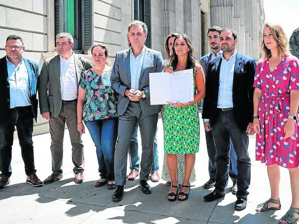 La oscense Sara Giménez, junto a otros diputados de Cs, presentaron ese jueves la iniciativa en el Congreso.
