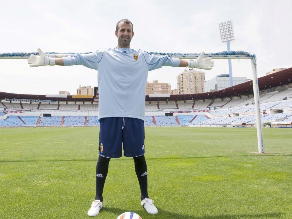 Presentación de Doblas con el Real Zaragoza.