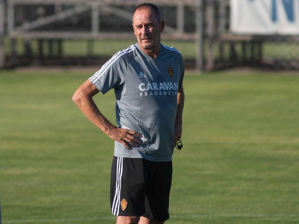 Víctor Fernández, pensativo durante el primer fin de semana de entrenamientos del Real Zaragoza en esta pretemporada de 2019.