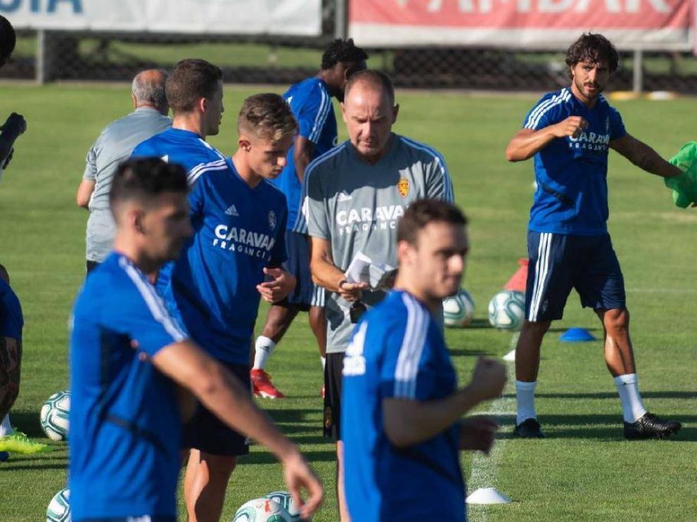 Víctor Fernández, en el primer entrenamiento de la pretemporada el pasado jueves, charló específicamente con Blanco, el único extremo puro de la plantilla según los planes del entrenador.
