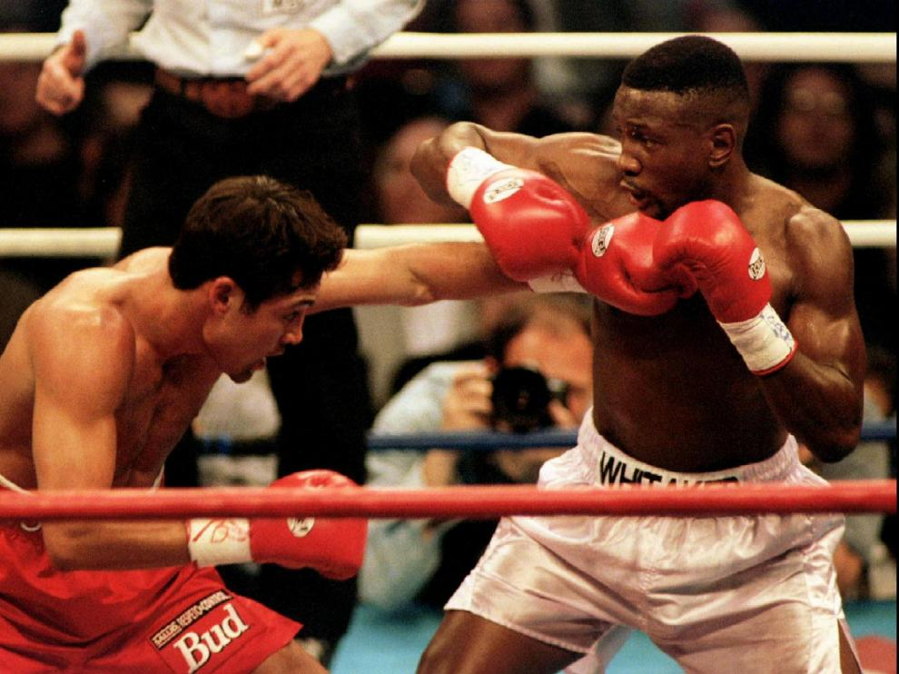 FILE PHOTO: Oscar De La Hoya (L) lands a punch to the body of Pernell Whitaker during their WBC Welterweight Championship fight in Las Vegas, April 12 1997. De La Hoya won the 12 round bout by unanimous decision to claim the championship. R. Marsh Starks/Reuters/File Photo [[[REUTERS VOCENTO]]] BOXING-WHITAKER/