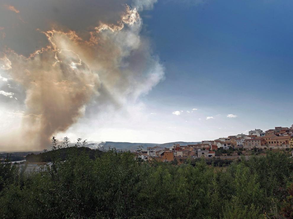 Las llamas están muy cerca de varias localidades.