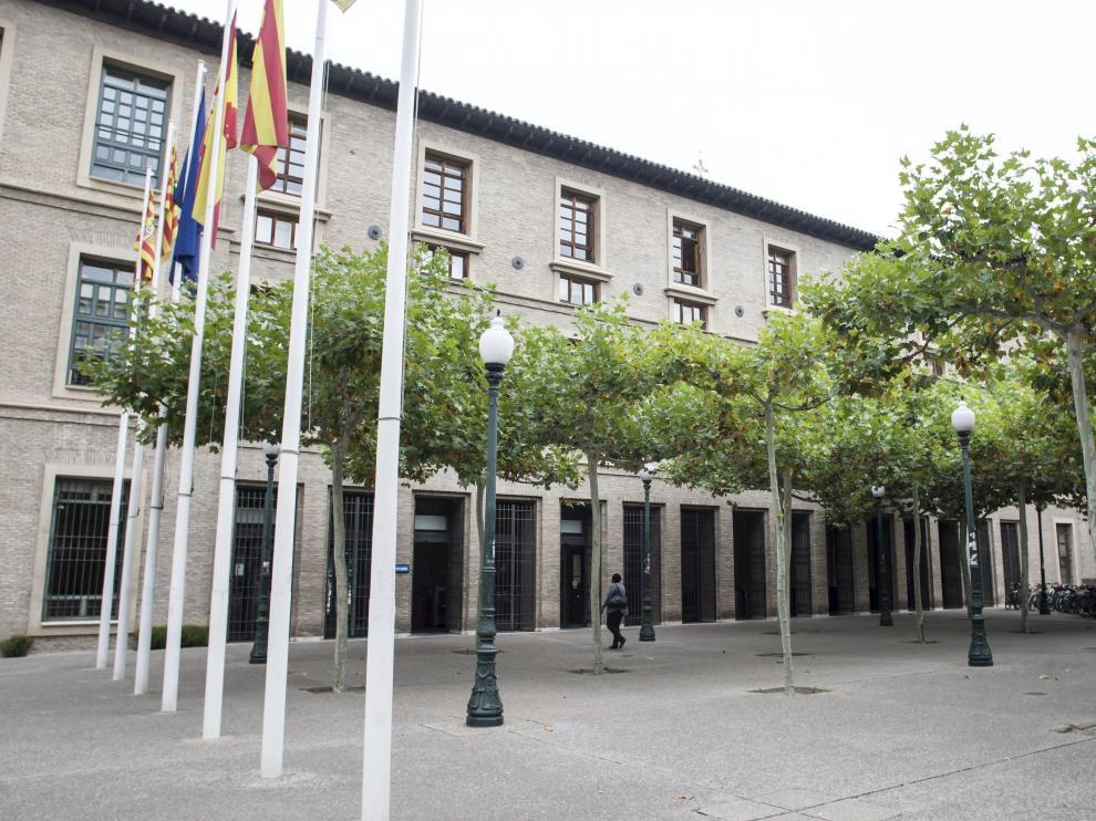 Fachada del edificio Pignatelli, sede de la DGA donde trabaja las denunciantes y uno de los afectados.