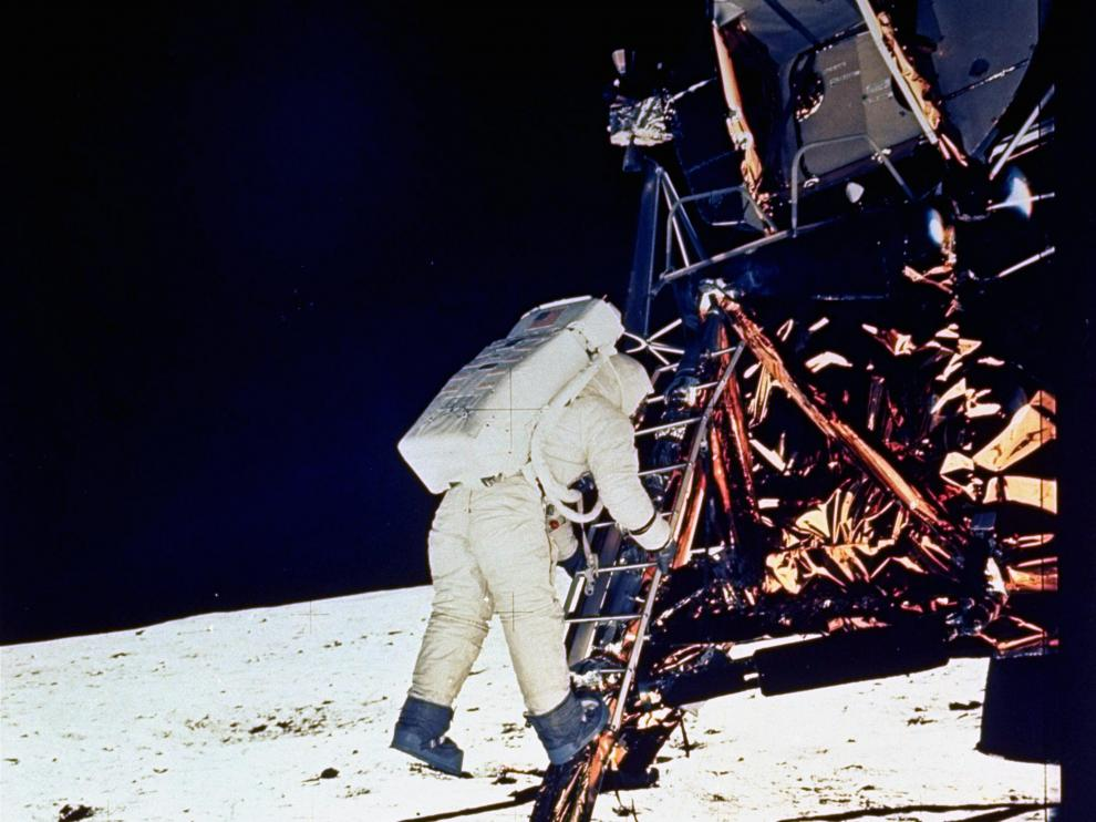 ** FILE ** Astronaut Edwin E. Aldrin, Jr., lunar module pilot, descends steps of Lunar Module ladder as he prepares to walk on the moon, July 20, 1969. He had just egressed the Lunar Module. This picture was taken by Astronaut Neil A. Armstrong, Commander, with a 70mm surface camera during the Apollo 11 extravehicular activity. (AP Photo/NASA)   MOON LANDING ANNIVERSARY