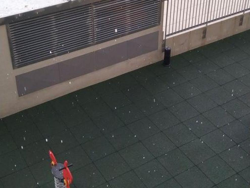 Granizo caído en Zaragoza, en zonas como el Actur o la avenida de Cataluña.
