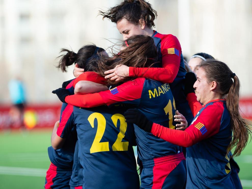 Las jugadoras del CD Oliver celebran un gol en un partido del pasado curso en Segunda División