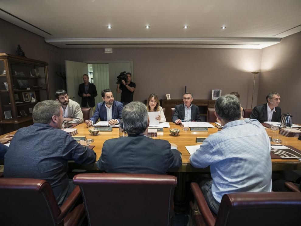 La Mesa de las Cortes y la Junta de Portavoces, durante su reunión de esta semana
