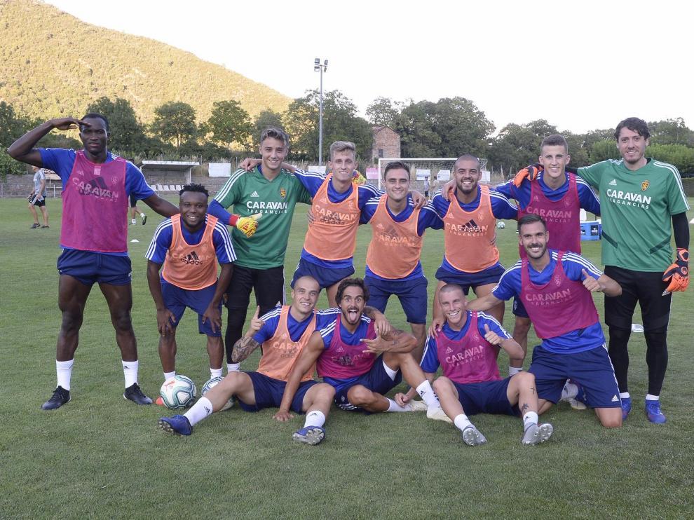 Los equipos de peto rosa y de peto naranja ganaron el torneo a 4 que, durante más de una hora, organizó Víctor Fernández en campo reducido en el campo de Boltaña. Estos fueron los mejores de la tarde del jueves.