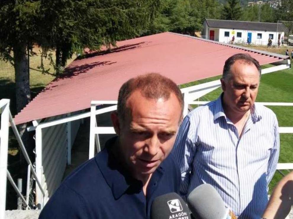 Christian Lapetra, en Boltaña este viernes al inicio de su visita al equipo zaragocista en tierras pirenaicas.