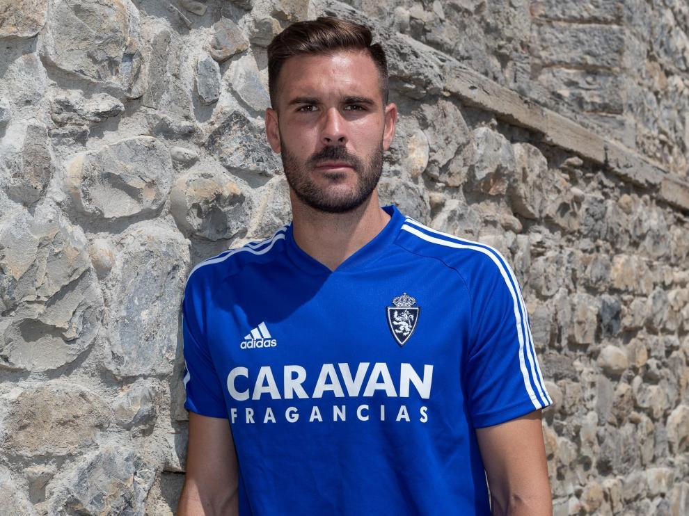 Francisco Javier Atienza posa para HERALDO DE ARAGÓN en el Hotel Barceló Monasterio de Boltaña, en donde es debutante con la plantilla del Real Zaragoza en este verano de 2019.