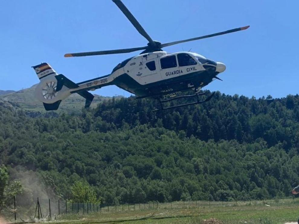 El helicóptero de la Guardia Civil durante uno de los operativos de rescate de este fin de semana.