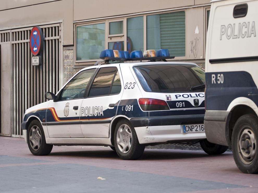 Los vehículos averiados de 'leasing' se están sustituyendo con viejos Peugeot como el de la fotografía.