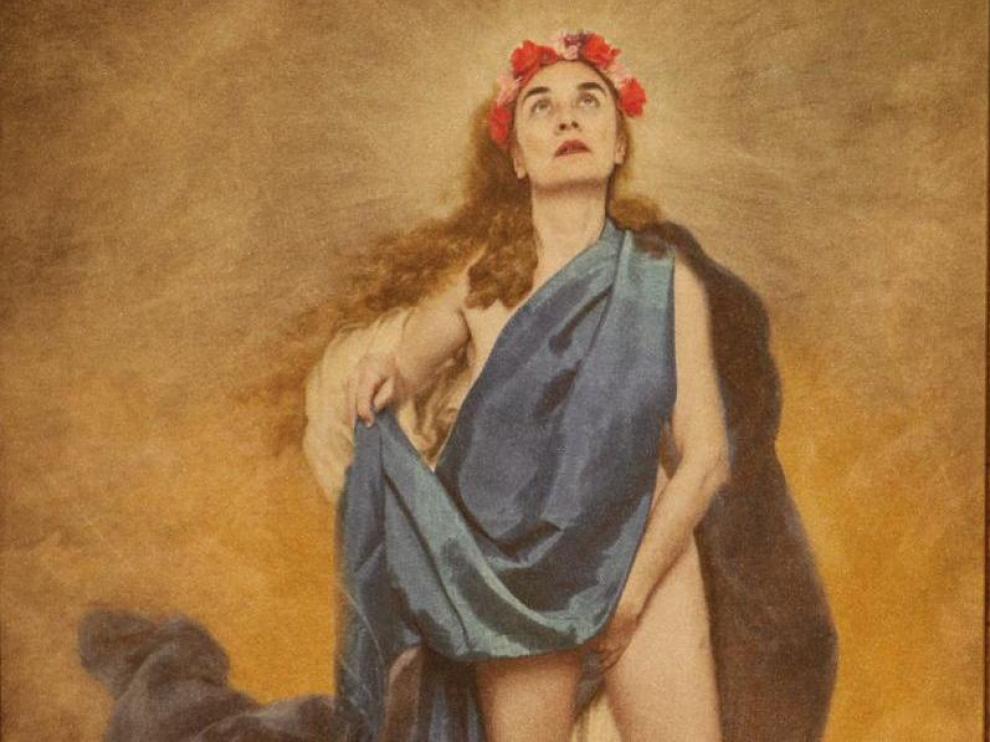 """""""Con flores a María"""", de la artista Charo Corrales."""