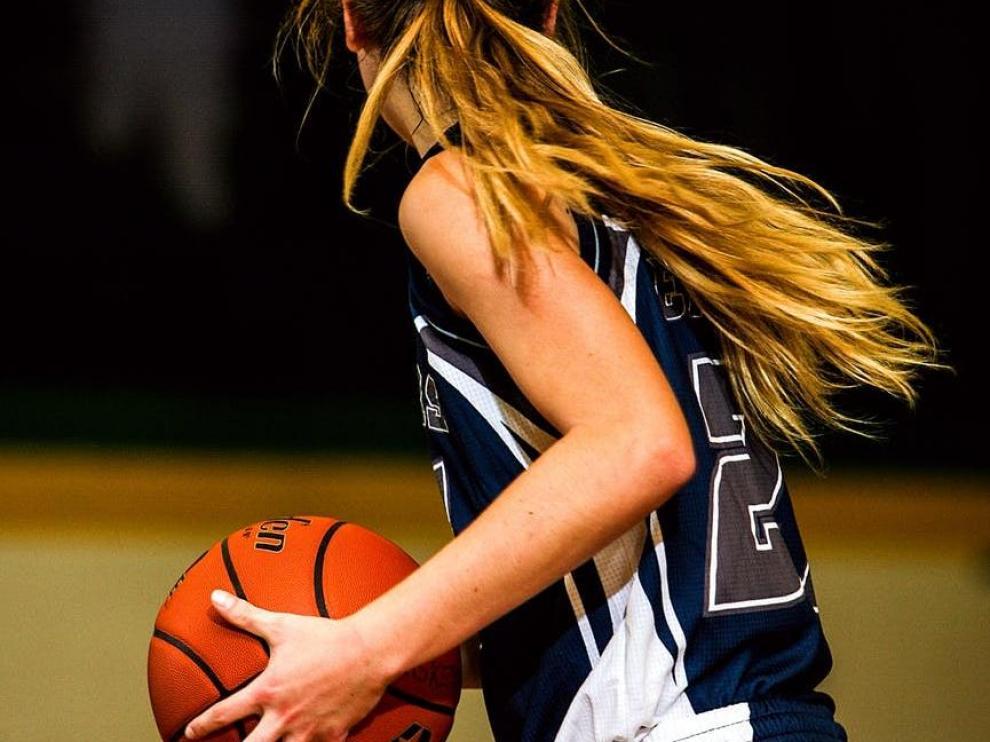 El programa 'Ellas son de aquí' ofrece ayudas de hasta 5.000 euros a deportistas.