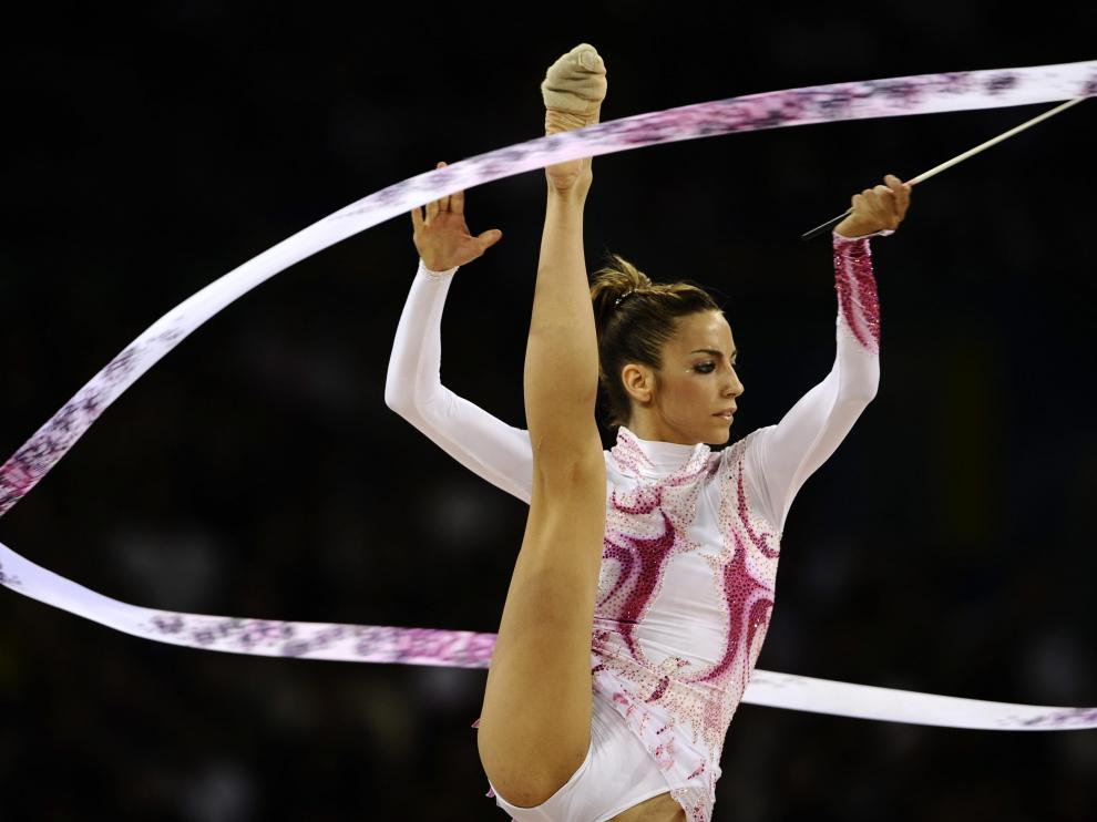Spain's Almudena Cid competes in the individual all-around final of the rhythmic gymnastics at the Beijing 2008 Olympic Games in Beijing on August 23, 2008.    AFP PHOTO / FRANCK FIFE OLY-2008-GYMNASTICS-RHYTHMIC-FINAL-ESP