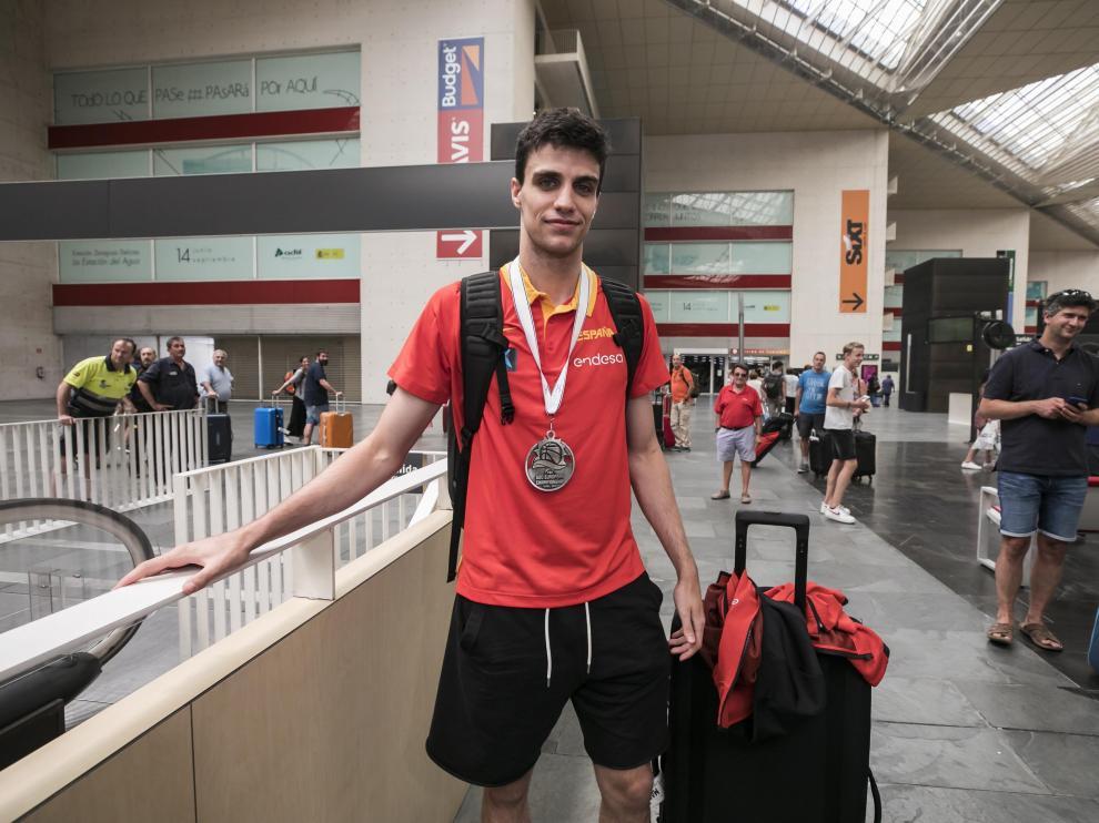 Carlos Alocén, con la medalla de plata del Europeo sub-18 conquistada el pasado domingo.