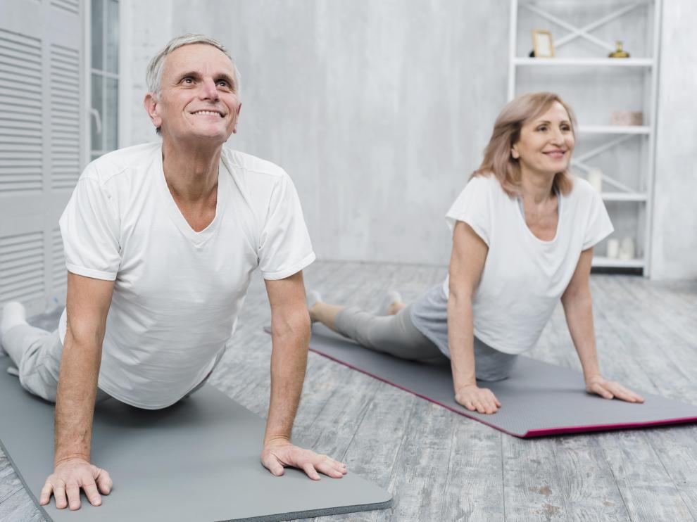 Entre los beneficios de contar con una musculatura fuerte en la espalda se encuentra el de tener una mejor postura.