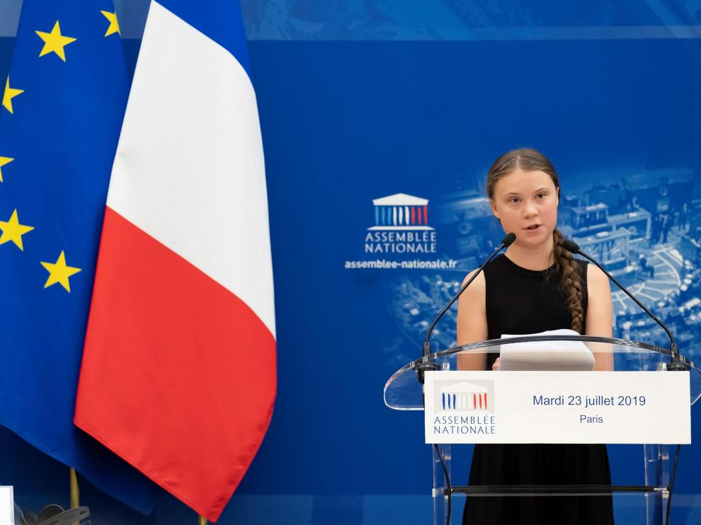 Paris (France), 23/07/2019.- Swedish climate activist Greta Thunberg delivers a speech at the Assemblee Nationale, French parliament, in Paris, France, 23 July 2019. Teenage climate activist Greta Thunberg, who sparked the #FridaysForFuture school strike movement, attended a conference with young climate activists at the National Assembly. (Francia) EFE/EPA/IAN LANGSDON Swedish climate activist Greta Thunberg in Paris