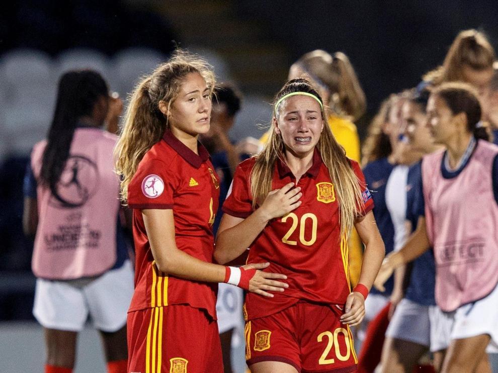 Las jugadoras españolas Laia Aleixandri (i) y Athenea del Castillo tras perder ante Francia