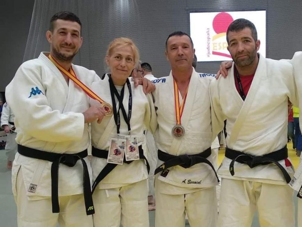 Ana Belén Fernández, el orgullo judoca de La Cartuja de Zaragoza, con otros tres compañeros de competición.