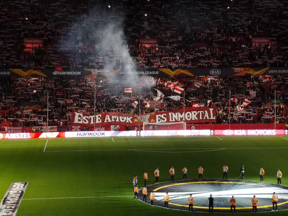 Biris Norte en un partido de Europa League.