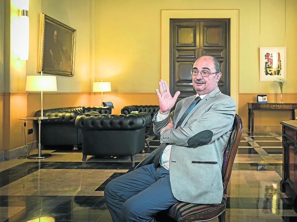 El presidente de la Comunidad autónoma de Aragón, el socialista Javier Lambán, este viernes, en su despacho del edificio Pignatelli.