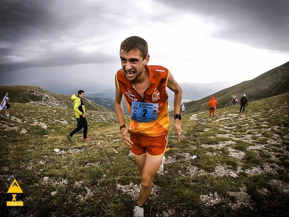 El jaqués Daniel Osanz, en pleno esfuerzo en el Gran Sasso Kilómetro Vertical del Mundial