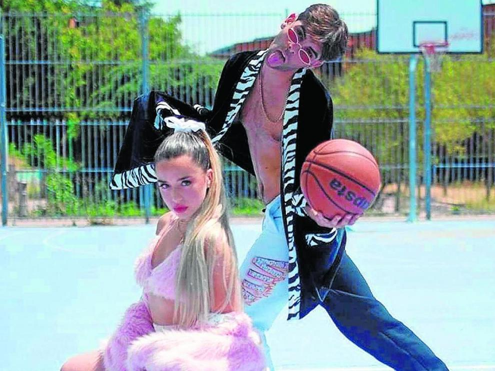 Lola Indigo y Don Patricio en el vídeoclip del tema 'Lola Bunny'