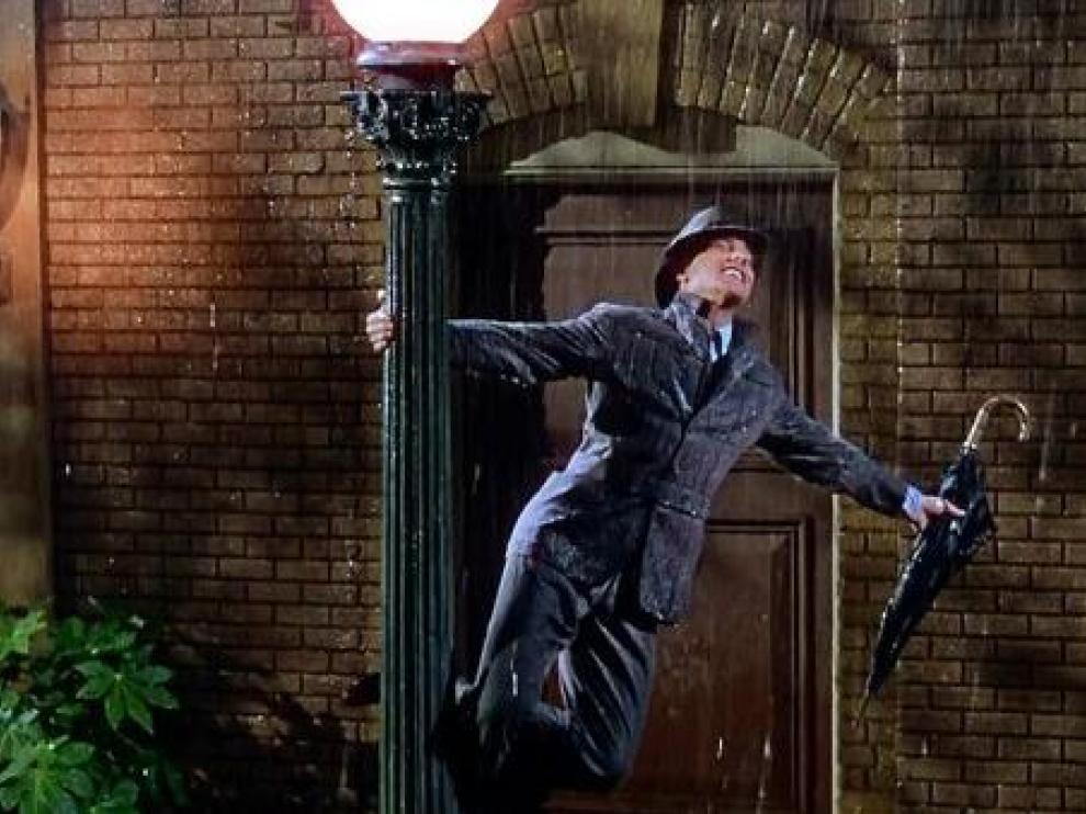 Gene Kelly, en la escena más popular de 'Cantando bajo la lluvia'