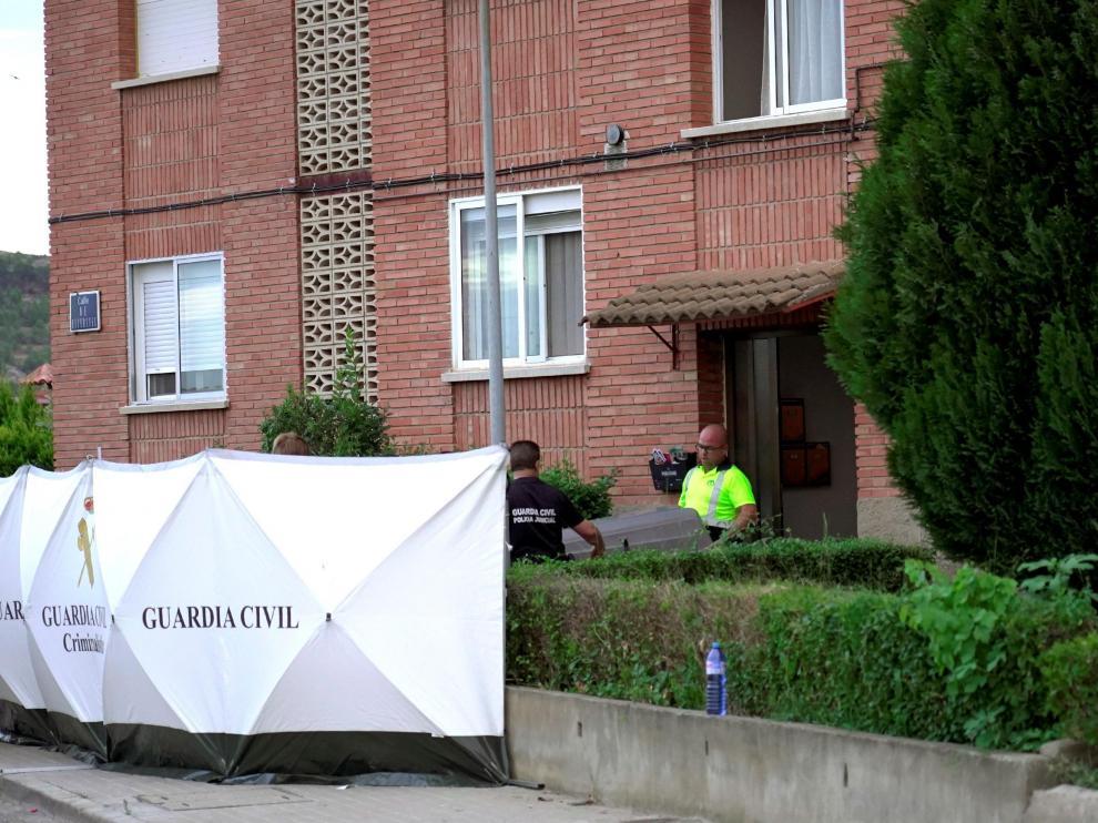 Inmediaciones de la vivienda en la que un hombre ha matado a su hijo y apuñalado a la madre, su pareja, en Andorra