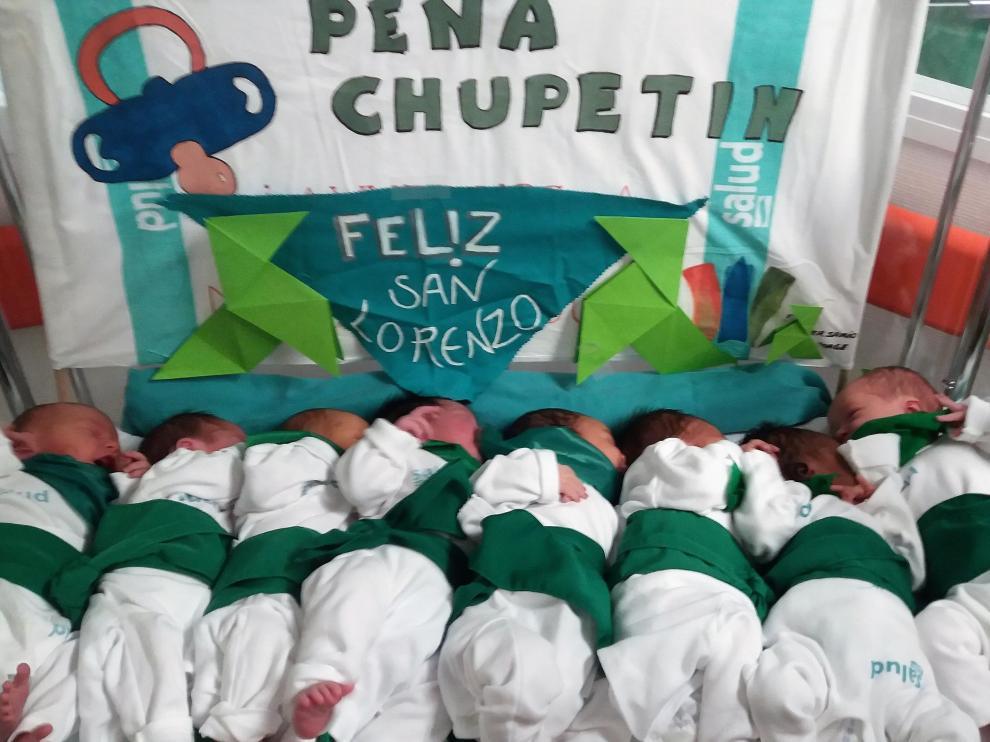 Los recién nacidos felicitan las fiesta de San Lorenzo de Huesca desde el Hospital San Jorge