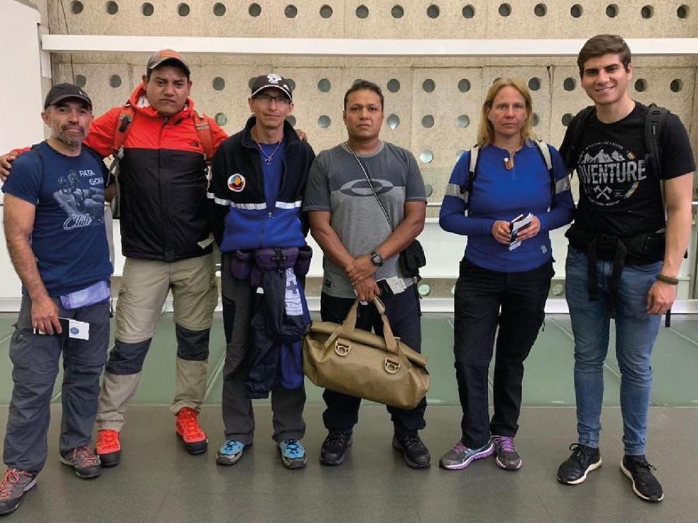 Los seis rescatistas de México que viajan a España a colaborar en el dispositivo de búsqueda de Jesús Ríos.