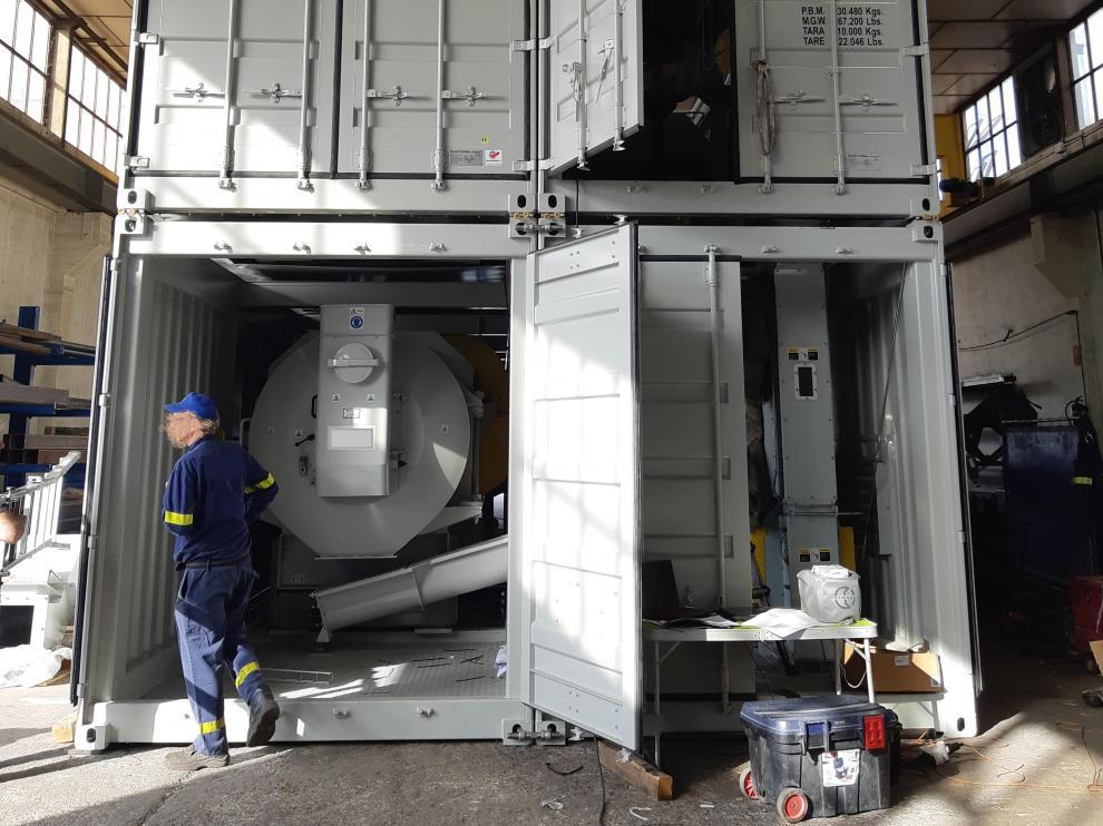 Personal de Prodesa prepara los contenedores