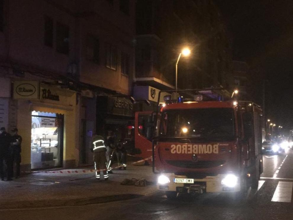 Los Bomberos de Zaragoza han rescatado a una mujer de 47 años con síntomas de intoxicación.