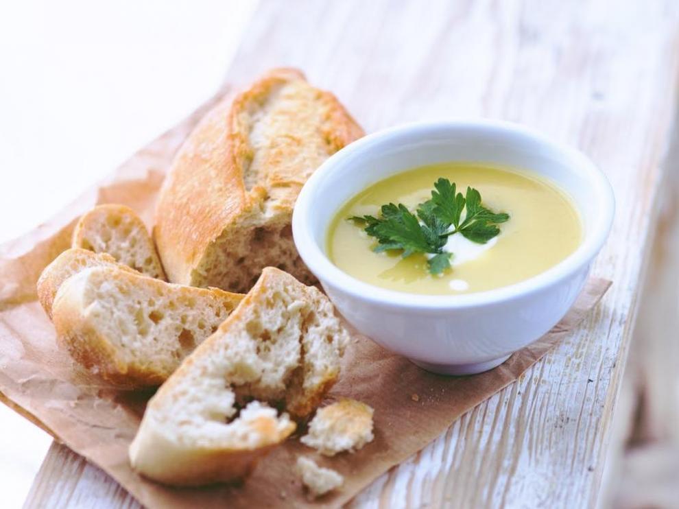 La vichyssoise tradicional permite degistarla fría o templada, a gusto del comensal.