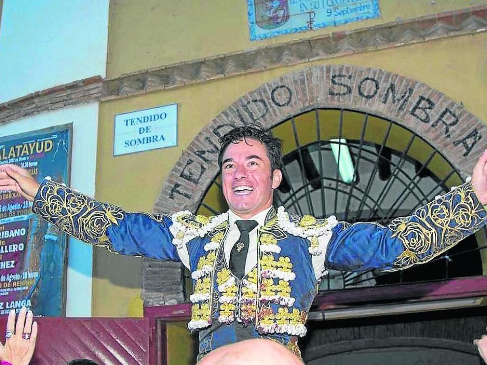 Imanol Sánchez saliendo del coso bilbilitano