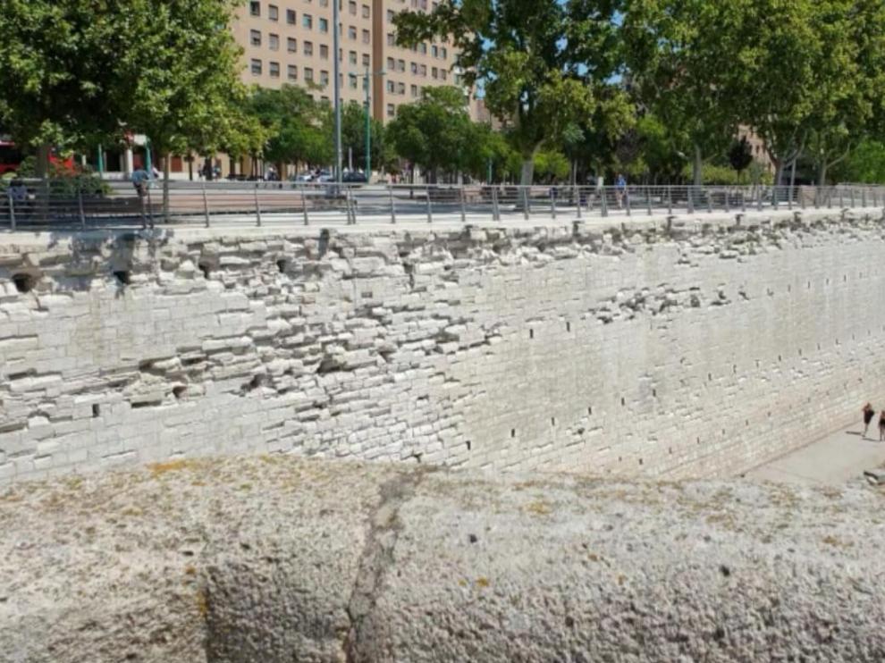 Pretil de San Lázaro desde el Puente de Piedra.