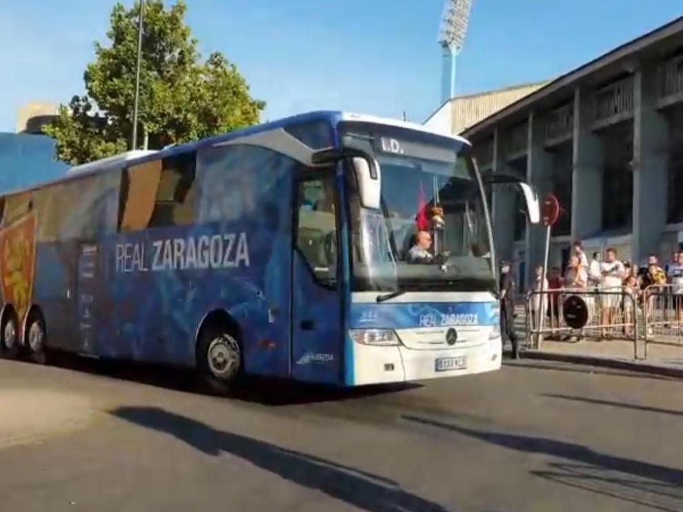Llegada del Real Zaragoza antes del partido contra el Tenerife