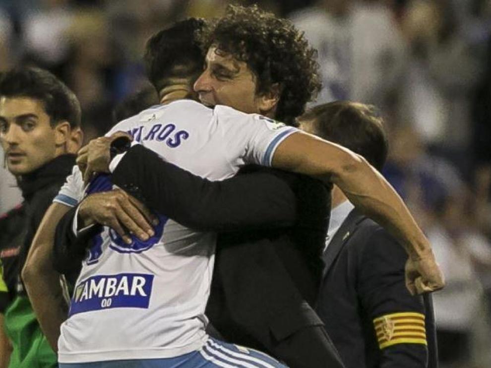 Javi Ros, en octubre, corrió a abrazarse con Imanol Idiakez tras marcarle al Tenerife de penalti en la visita canaria del año pasado a La Romareda. Un gesto que purgó internamente el capitán del Real Zaragoza.