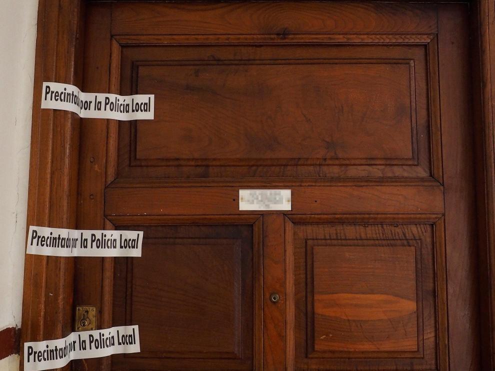 Puerta de la vivienda donde residía el bebé y su familia.