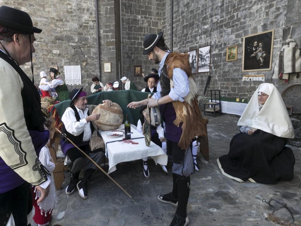 El traje ansotano es uno de los más antiguos conservados en Europa