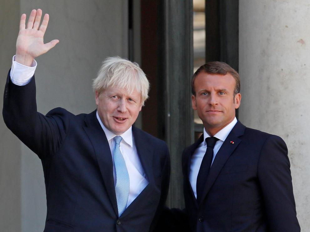 French President Emmanuel Macron and British Prime Minister Boris Johnson leave after a joint statement before a meeting on Brexit at the Elysee Palace in Paris, France, August 22, 2019. REUTERS/Gonzalo Fuentes [[[REUTERS VOCENTO]]] BRITAIN-EU/FRANCE