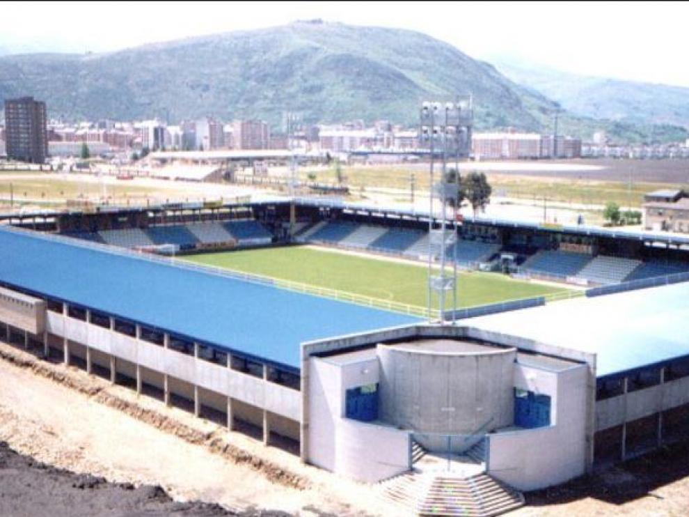 Estadio de El Toralín de Ponferrada (León), donde juega este domingo el Real Zaragoza.