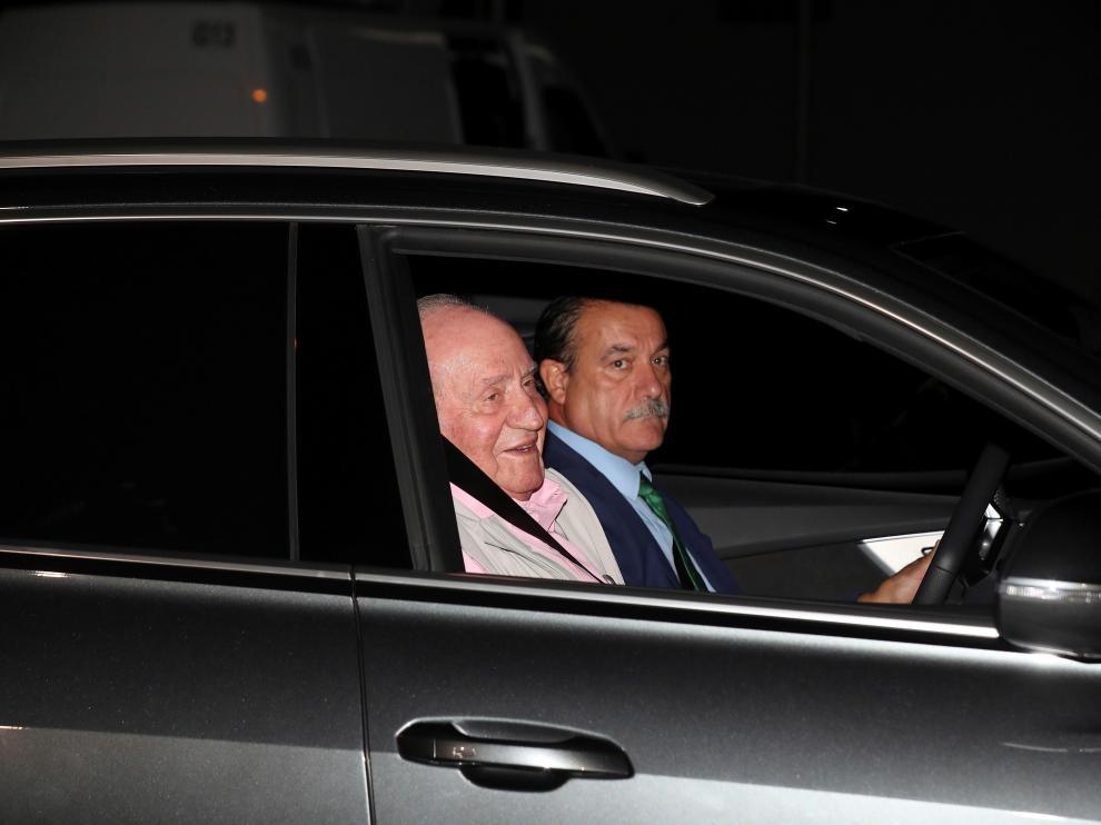 Llegada del rey Juan Carlos a la clínica este viernes por la noche