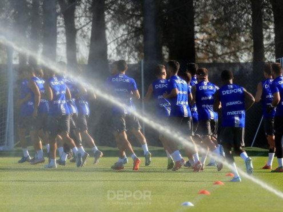 El Deportivo entrenó este sábado en el IES Pirámide tras llegar a Huesca.